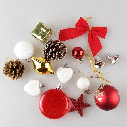 A Pack Of 15 Christmas Decorations For S 19 5